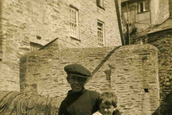 Frank Rowe with his son Jack in 1931